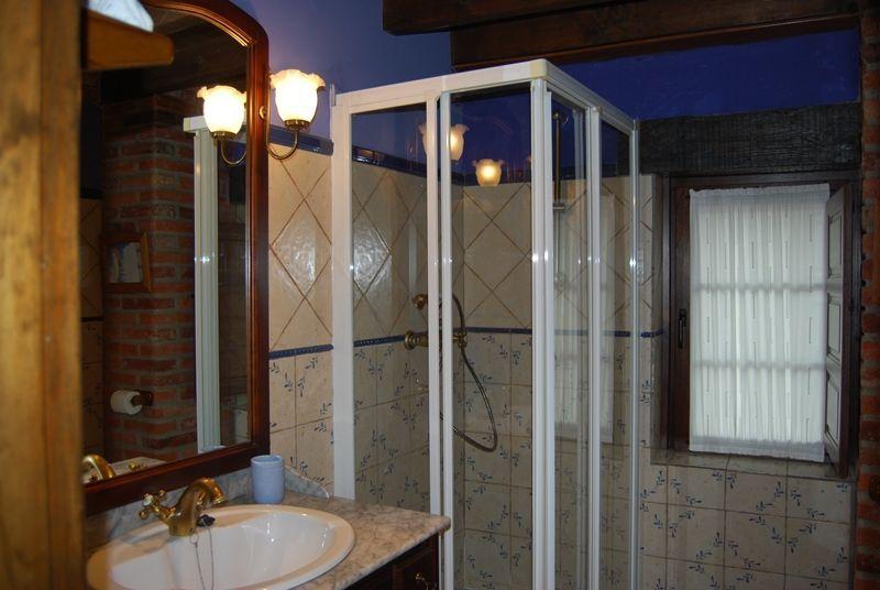 baño de la primera planta - casaruralenasturias.net